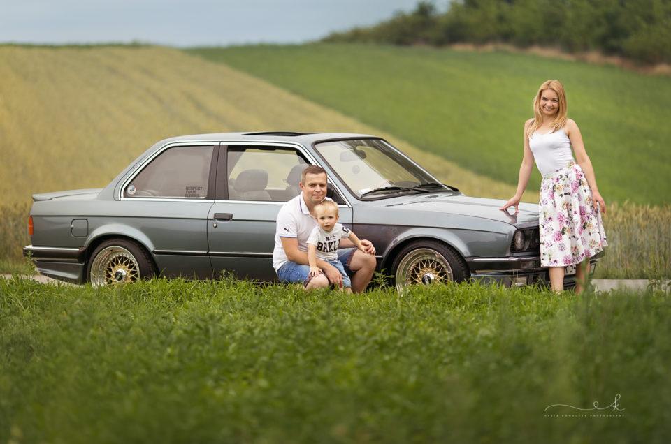 Sesja rodzinna z autem